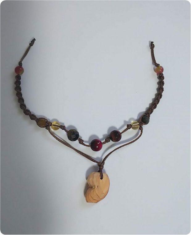 木彫り勾玉ネックレス